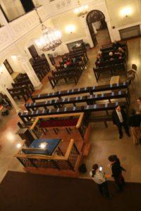 Członkowie i sympatycy GWŻ w Warszawie oczekujący na przybycie delegacji z Izraela.