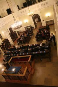 Delegacja z Izraela oraz członkowie i sympatycy GWŻ w Warszawie podczas spotkania w synagodze Nożyków.