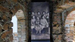 Wystawa w Bieczu - grupa dziewcząt